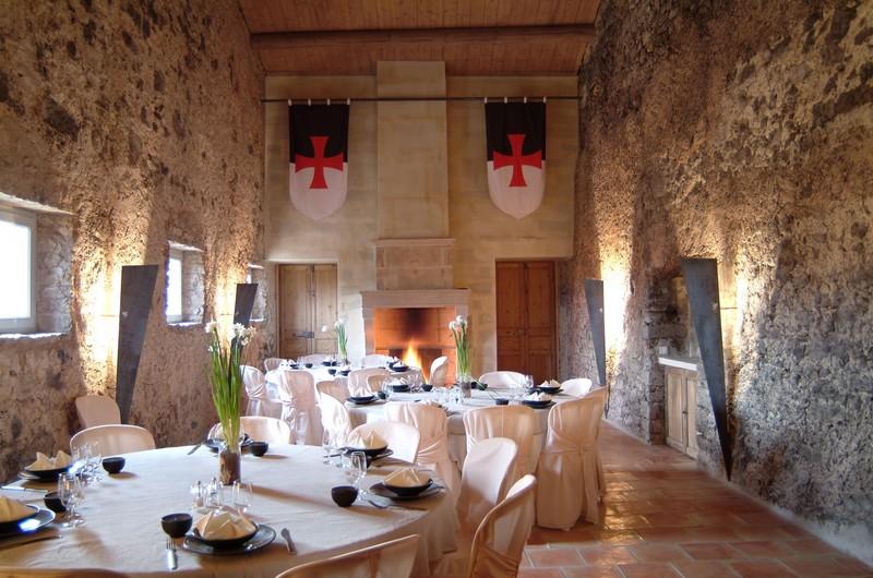 salle de reception en pierre de taille de la commanderie de peyrassol au coeur de la provence